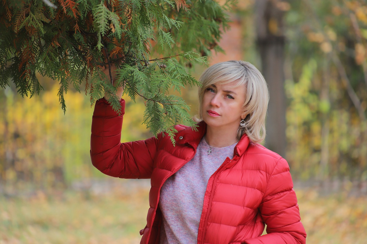 Woman Autumn Red Jacket Leaves  - andrey_braynsk / Pixabay